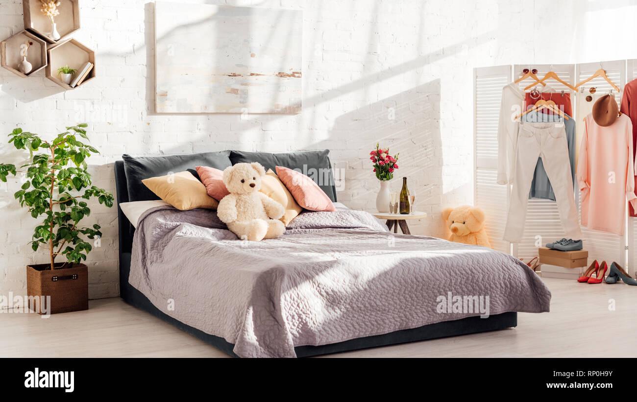 Design moderno degli interni di una camera da letto con ...