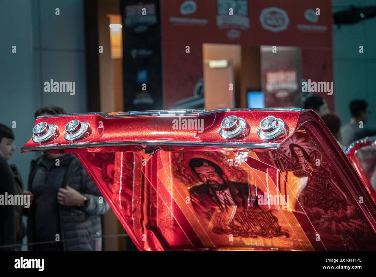 Alexander McQueen 100% Seta Abito con nero, bianco e rosso modello.