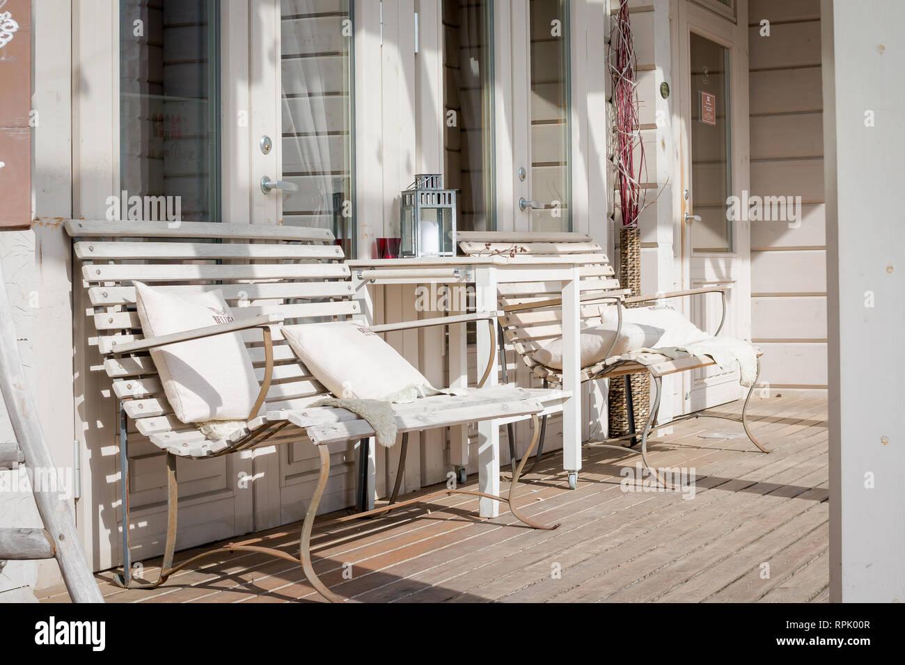 Mobili Di Lusso Moderni : Terrazza lounge con comodi divani in una casa di lusso mobili da