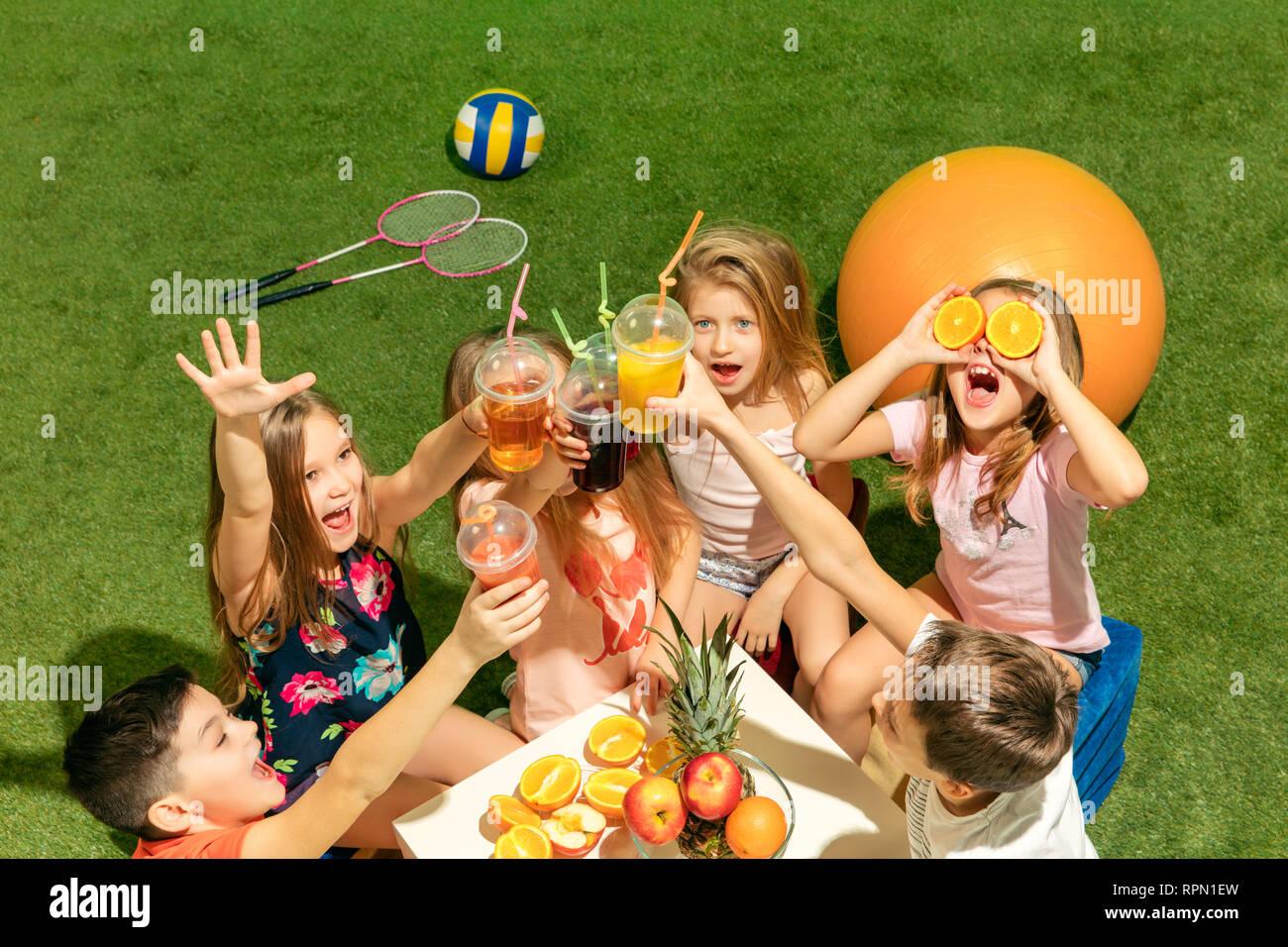 Kids Teen Ragazze Gruppo Fashion ConceptIl Sul E Di Ragazzi Seduti deBrCxo
