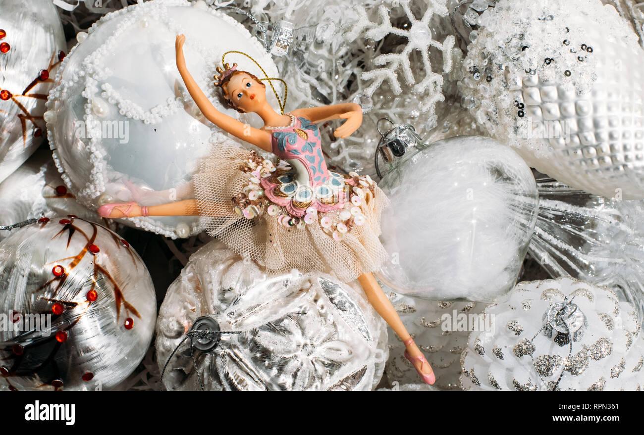 Decorazioni Natalizie Ballerine.Ballerina Decorazioni Natalizie Il Tutto In Un Colore Grigio E