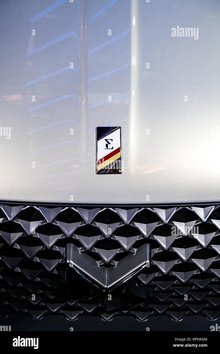 Parigi, Francia - Ott 4, 2018: logotipo di nuovo il francese Citroen DS 3 Crossback e-tesa auto elettrica mostra Mondial Motor Show di Parigi Immagini Stock
