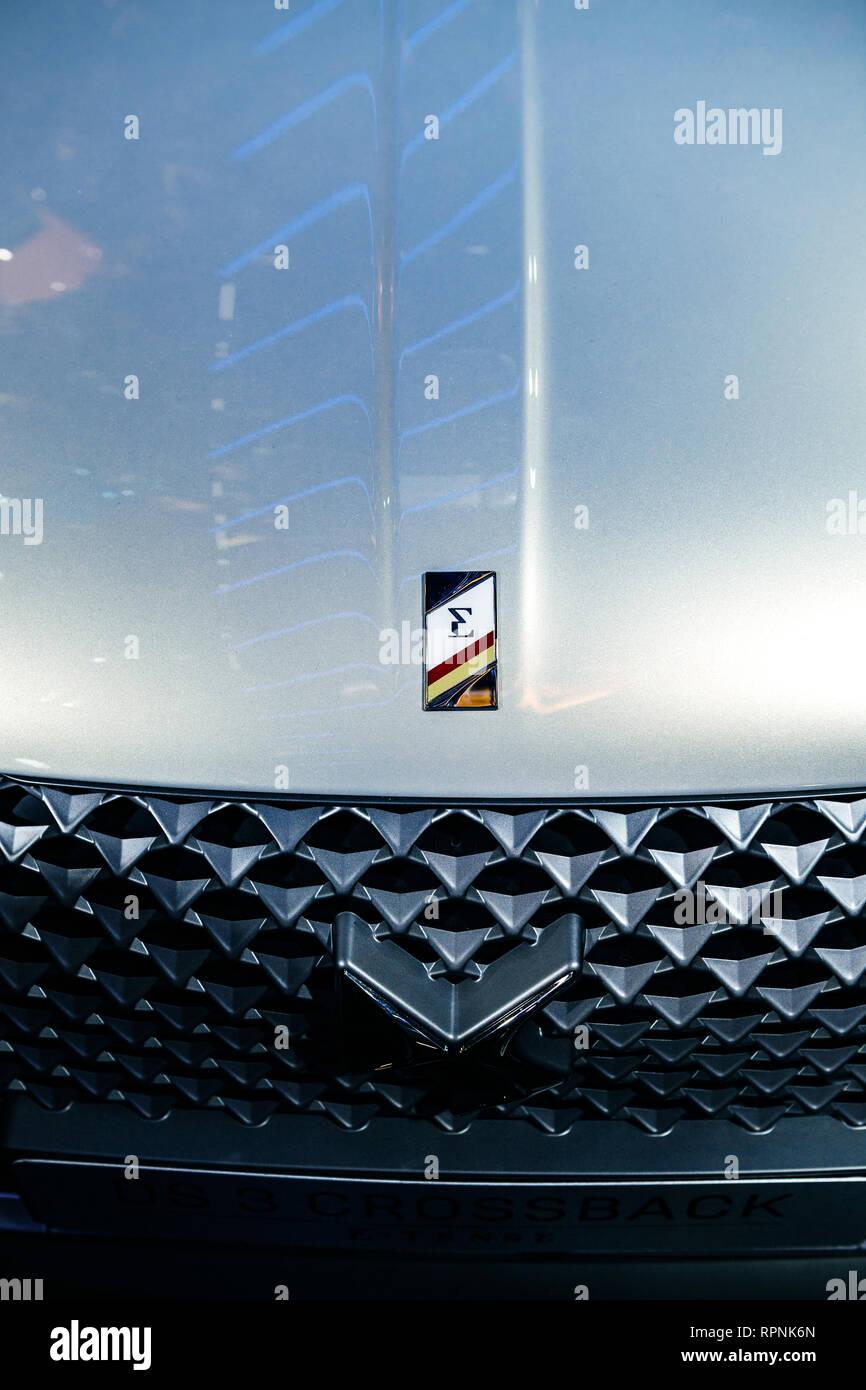 Parigi, Francia - Ott 4, 2018: Pan per il logotipo di nuovo il francese Citroen DS 3 Crossback e-tesa auto elettrica mostra Mondial Motor Show di Parigi Immagini Stock