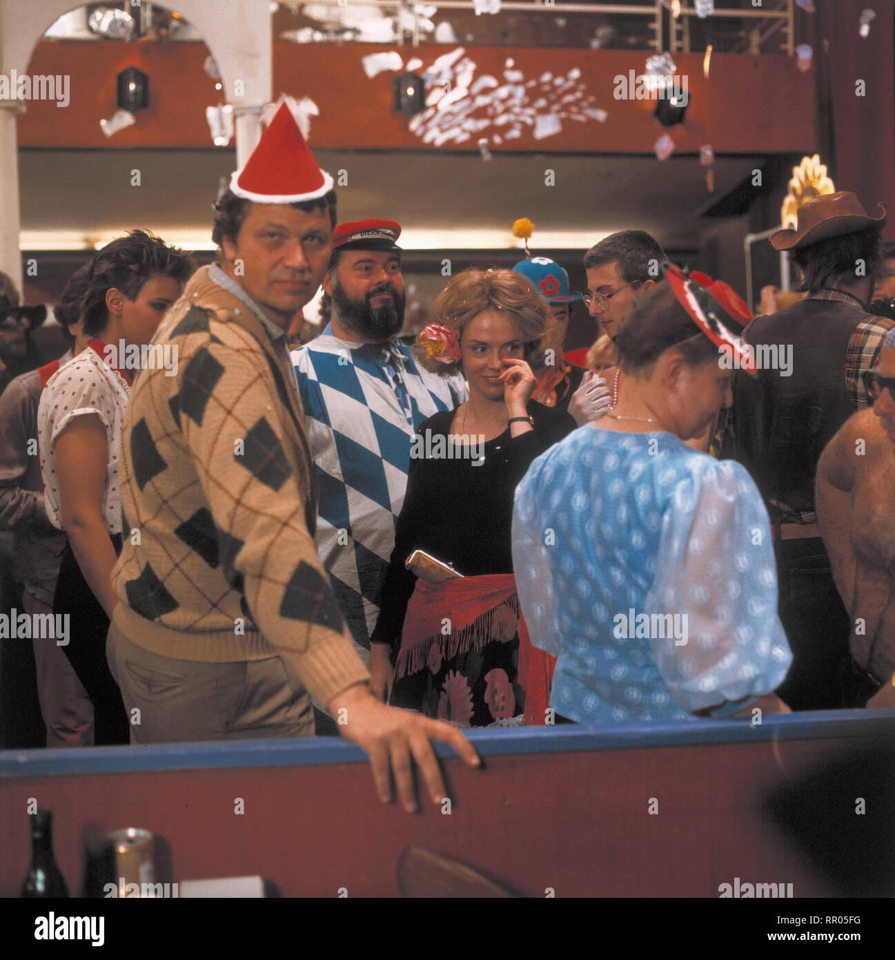 KEHRAUS / BRD 1983 / Hanns Christian Müller Szene mit GERHARD POLT. 32097# / Überschrift: KEHRAUS / BRD 1983 Immagini Stock