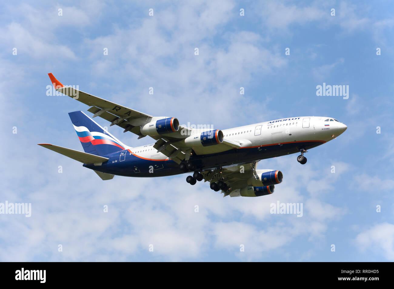 """Il russo-fatto il piano di IL-96 di """" Compagnia aerea Aeroflot' fa un atterraggio su un aeroporto Foto Stock"""