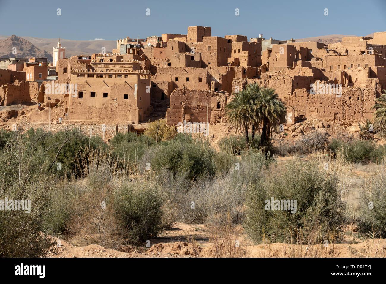 Adobe Mattone cittadina e la Kasbah di Tinghir, Marocco Immagini Stock