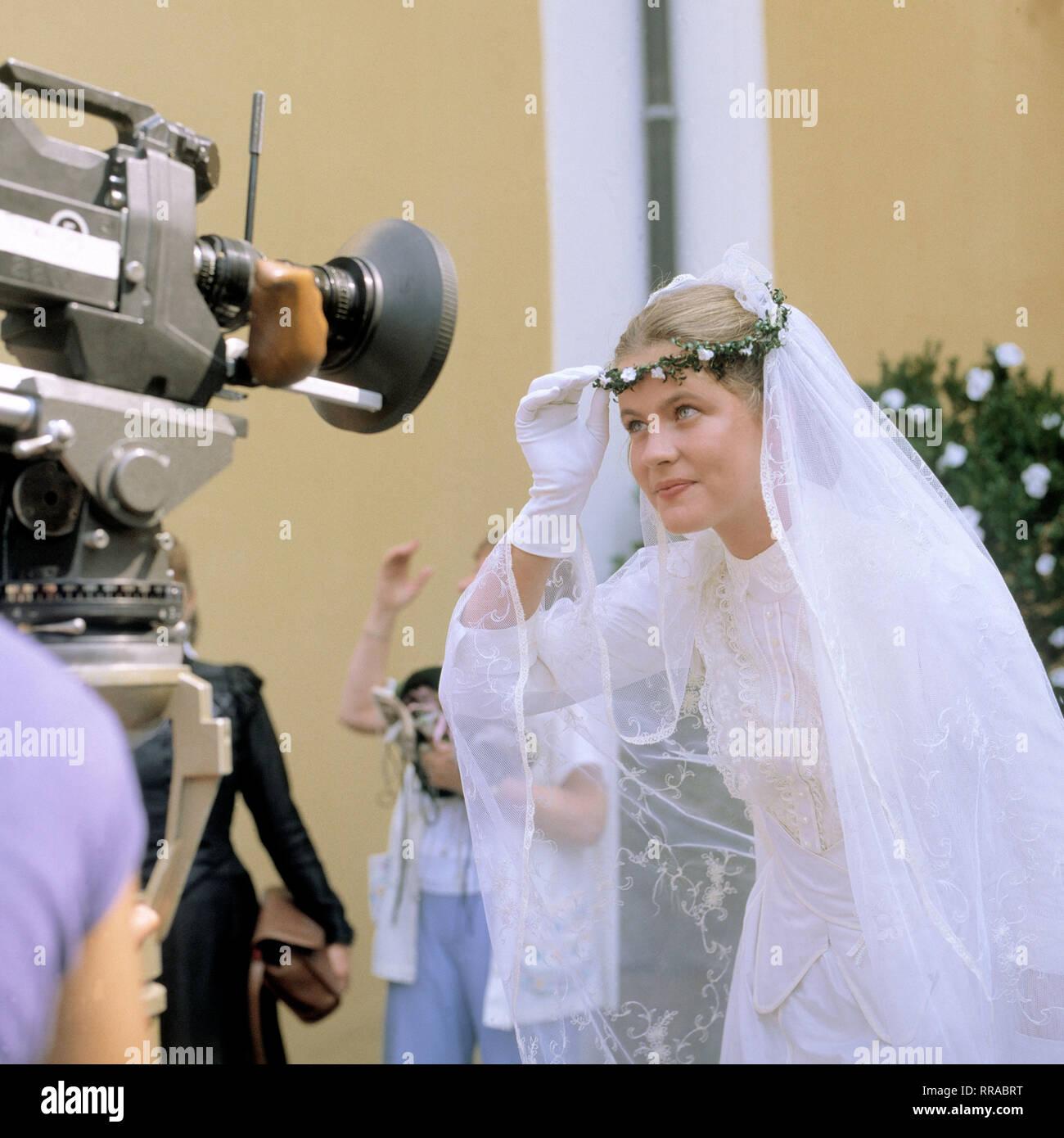 DER TROTZKOPF / BRD 1983 / Helmut Ashley / Hauptdarstellerin ANJA SCHÜTE mit Blick in die Filmkamera. EM / Schüte / Überschrift: DER TROTZKOPF / BRD 1983 Immagini Stock
