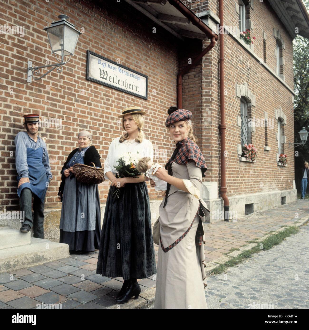 DER TROTZKOPF / Folge 5 - Erste Liebe / BRD 1983 / Helmut Ashley / TV-Mehrteiler von 1983: Szene mit ANJA SCHÜTE. EM / Schüte / Überschrift: DER TROTZKOPF / BRD 1983 Immagini Stock