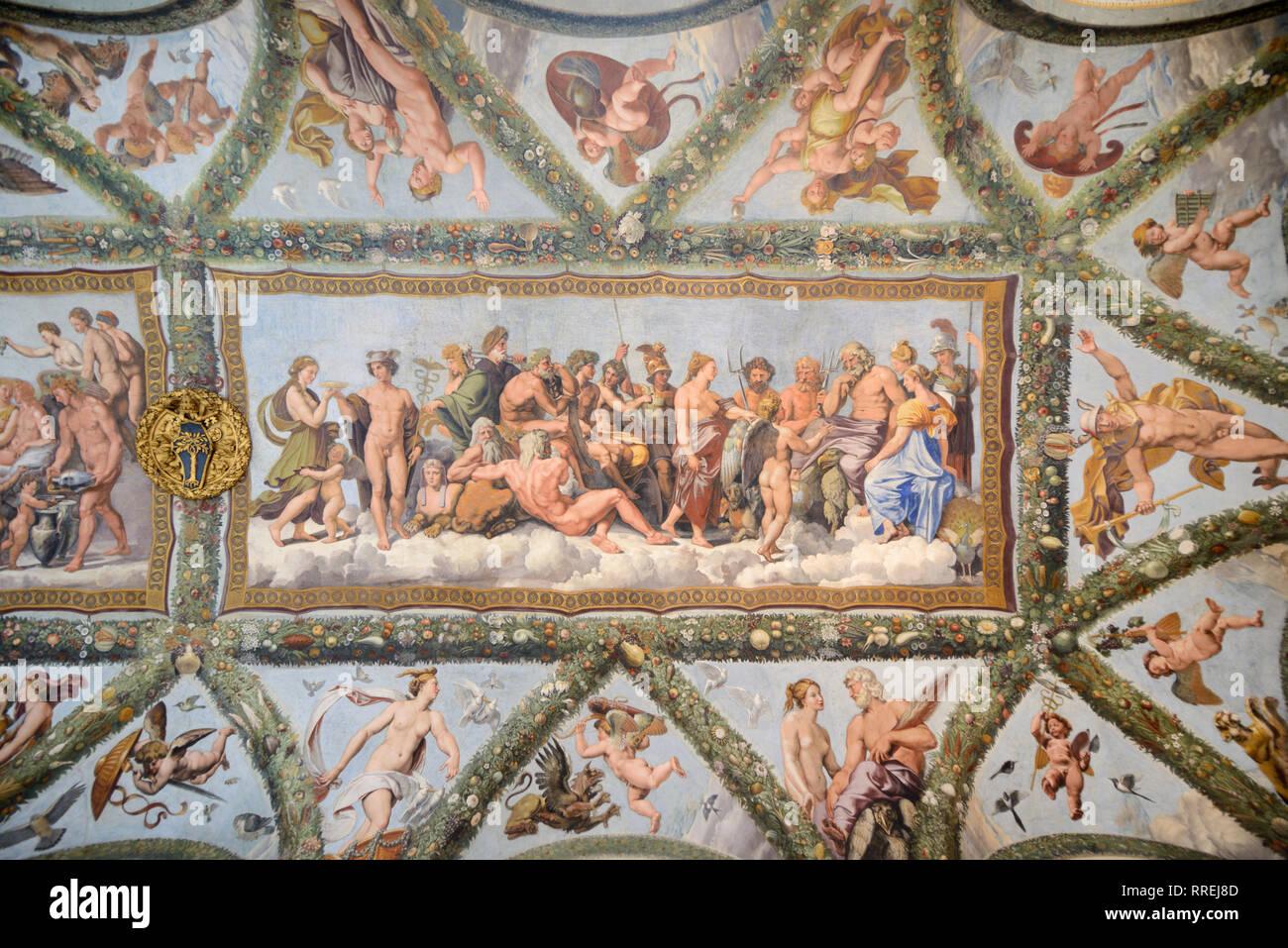 Il soffitto dipinto della Loggia di Cupido & Psiche (1518) da Raphaël, nel rinascimento Villa Farnesina, costruito 1506-1510, Trastevere Roma Italia Immagini Stock