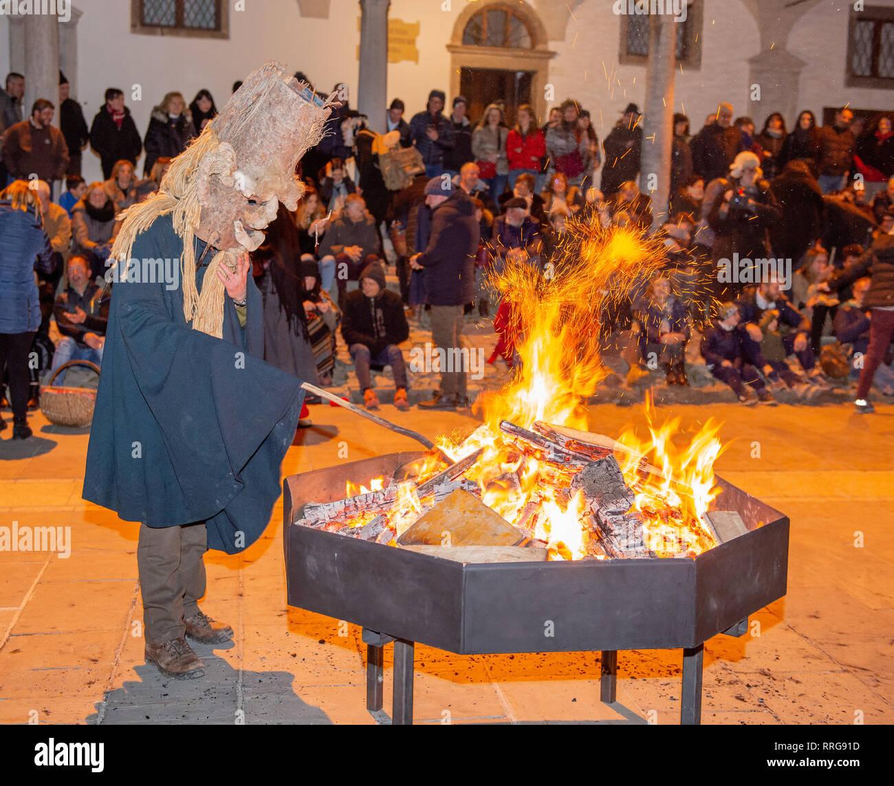 Dossena Bergamo Italia 16 Febbraio 2019 Raccolta Di Maschere Tra