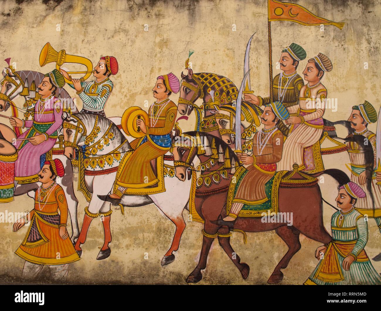 Un muro dipinto in un hotel in Udaipur, Rajasthan, India, visualizzazione di un corteo reale con Rajput di soldati e musicisti Immagini Stock
