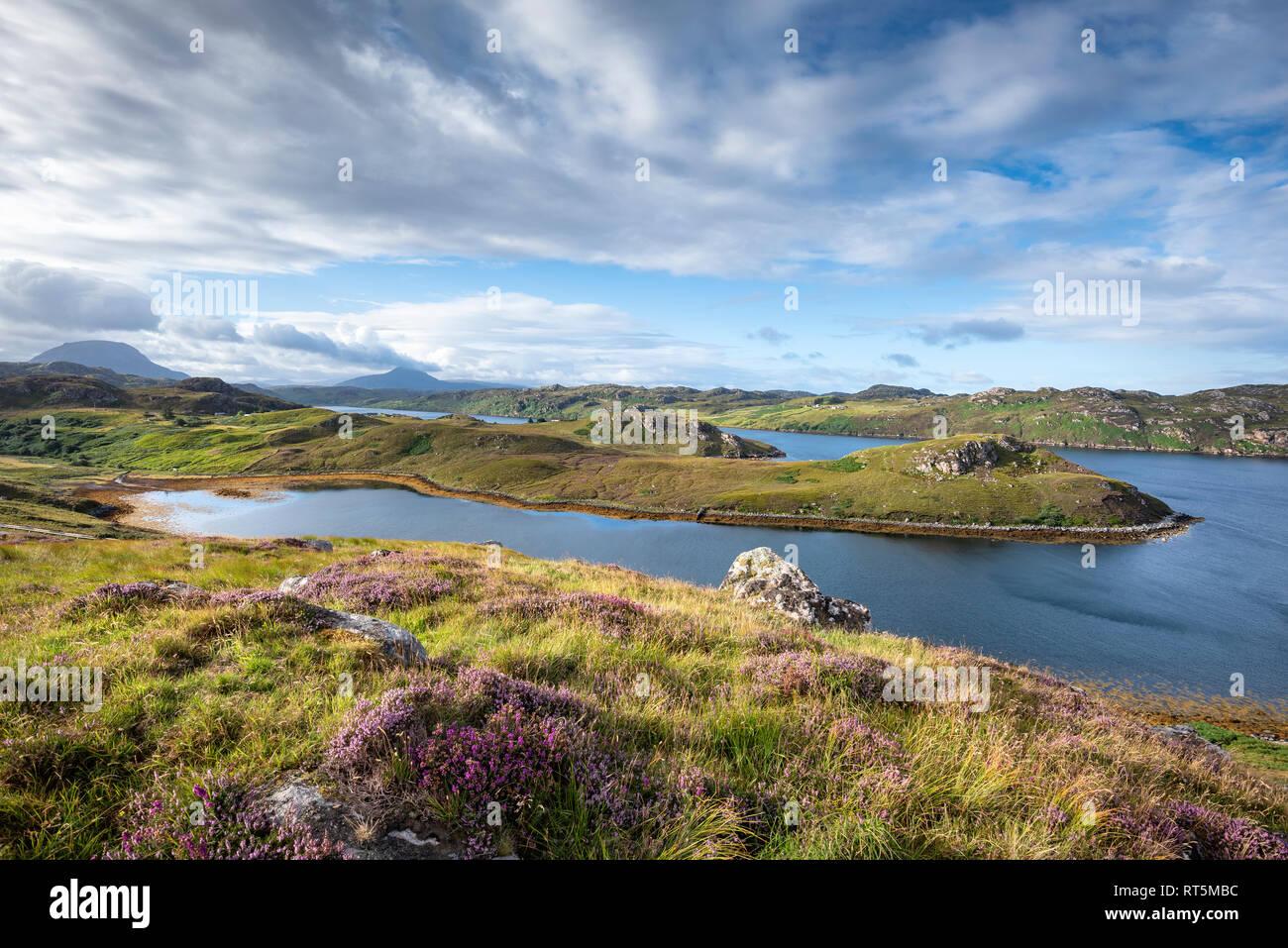 Regno Unito, Scozia, Highland scozzesi, Sutherland, Kinlochbervie, Loch Inchard e luce solare Foto Stock