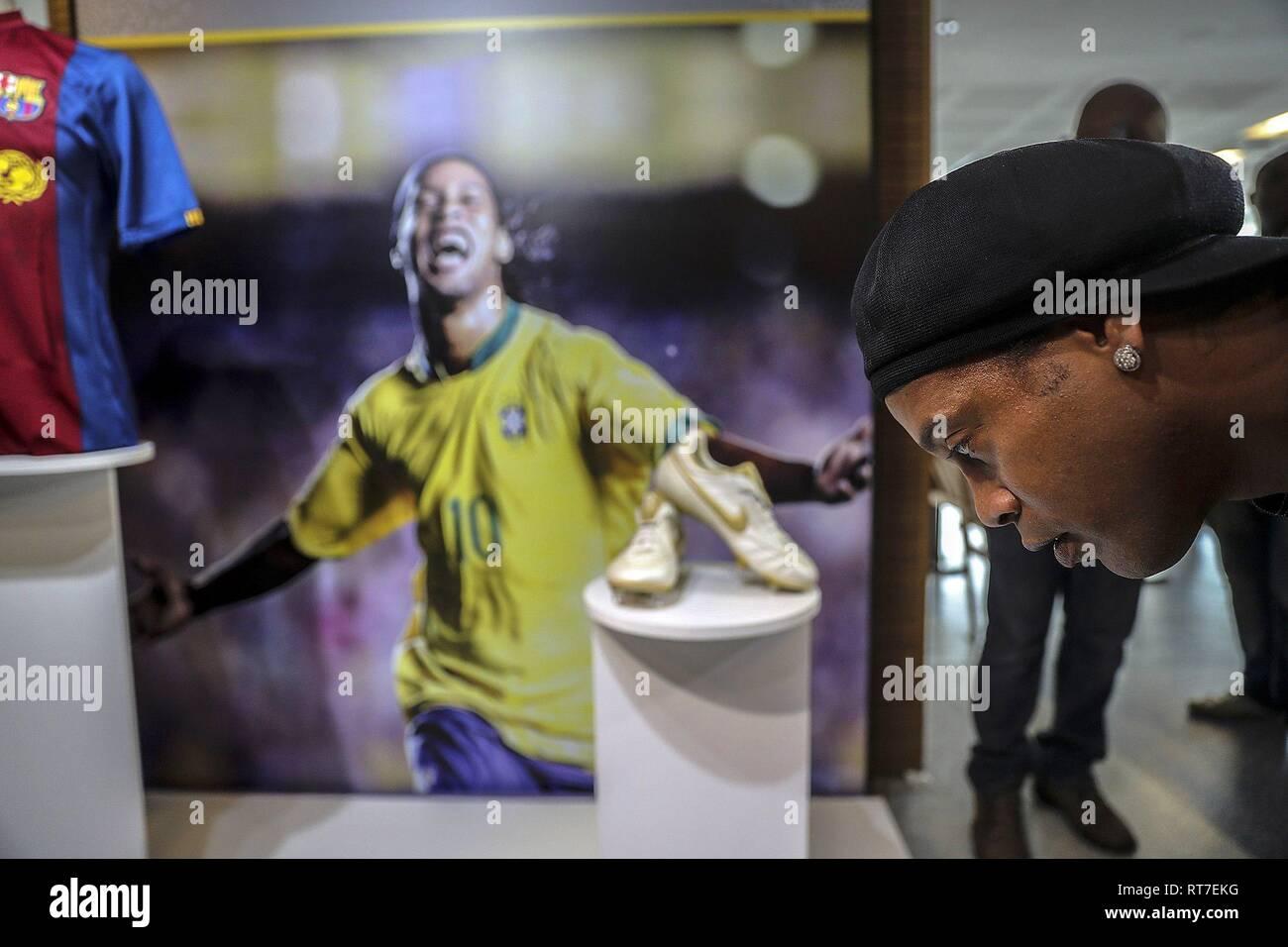 Rio De Janeiro, Brasile. 28 Feb, 2019. Il brasiliano ex calciatore Ronaldinho Gaucho al Maracana Stadium, a Rio de Janeiro, Brasile, 28 febbraio 2019, durante l'apertura di un omaggio alla sua carriera i migliori momenti. Credito: Antonio Lacerda/EFE/Alamy Live News Immagini Stock