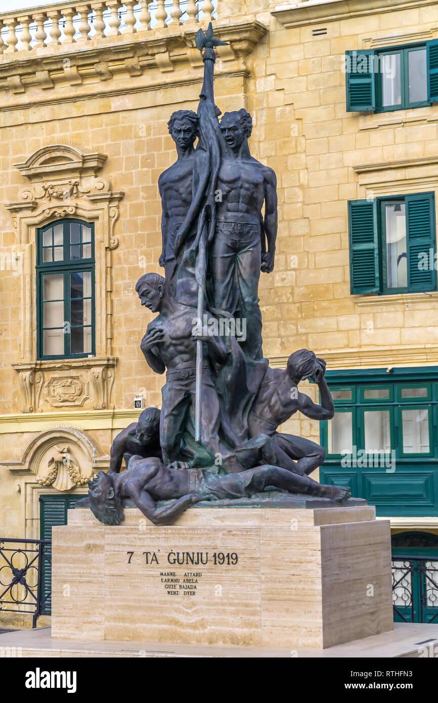 Monumento commemorativo di quattro manifestanti Maltese shot dalle truppe inglesi durante i tumulti di 1919 - Valletta, Malta. Immagini Stock