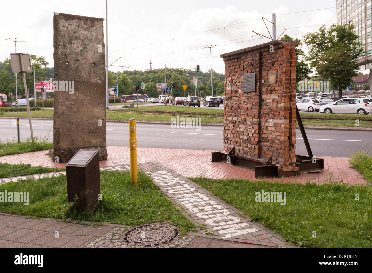 Strade di Danzica alla libertà - i pezzi del muro di Berlino e il Cantiere di Danzica parete sul display, Gdansk, Polonia, Europa Immagini Stock