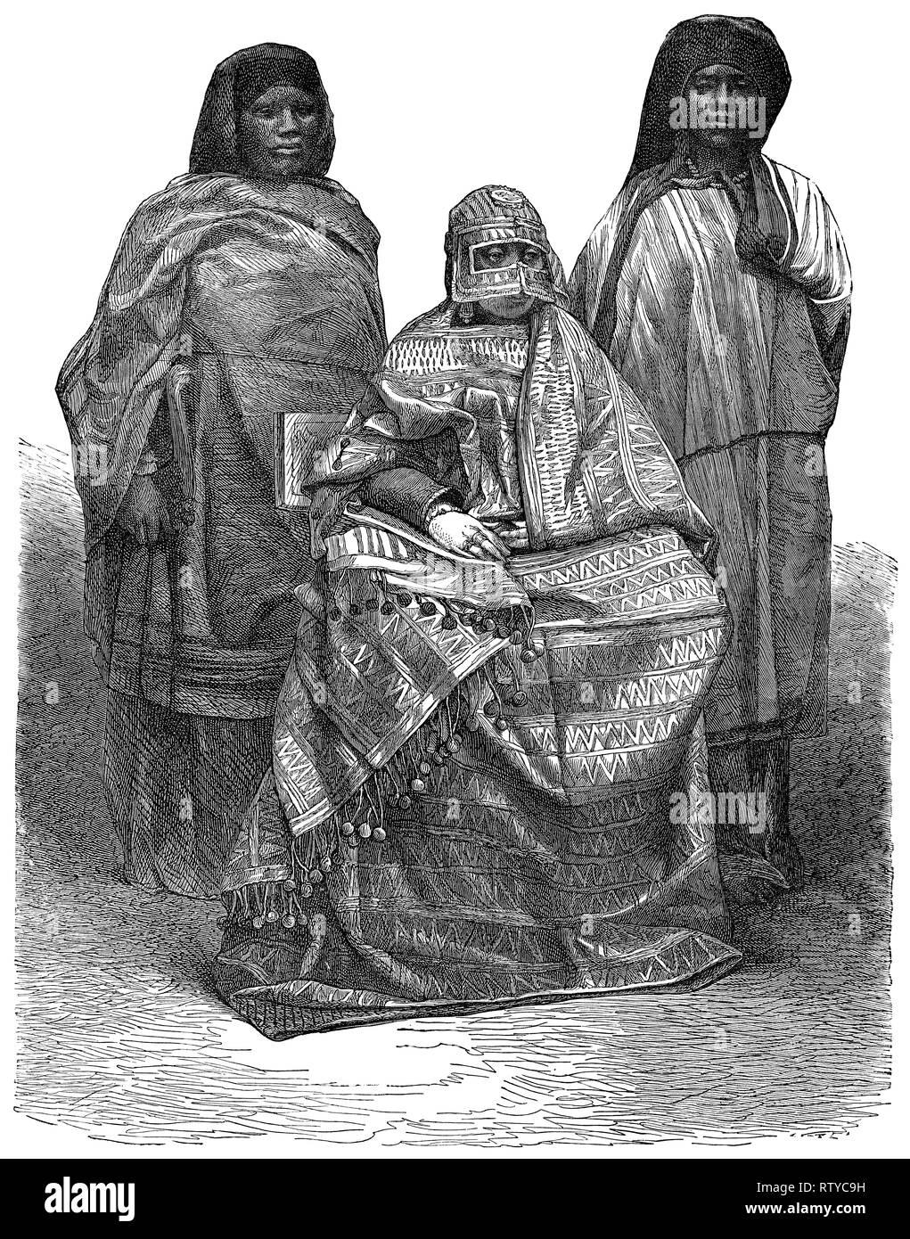 1880 vintage incisione di Regina Jumbe-Souli dell Isola di Mohéli (ora parte di Comore) e i suoi assistenti. L'incisione è tratta da una fotografia scattata nel 1863. Immagini Stock