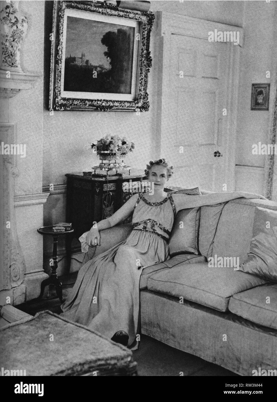 La signora Churchill moglie del primo ministro al 10 di Downing Street. Settembre 1940 Immagini Stock