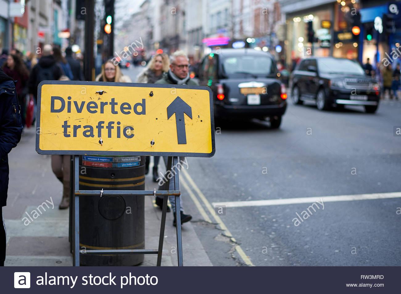 Traffico deviato segno su Oxford Street, Londra Foto Stock