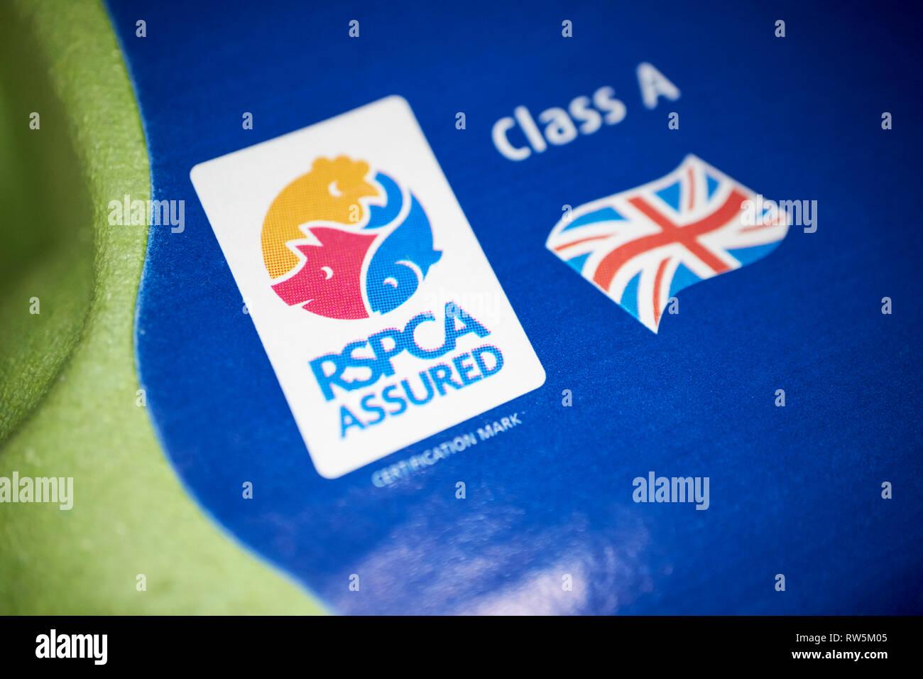Rspca norme in materia di benessere degli animali mark e unione di bandiera su un pacco di uova britannico Immagini Stock