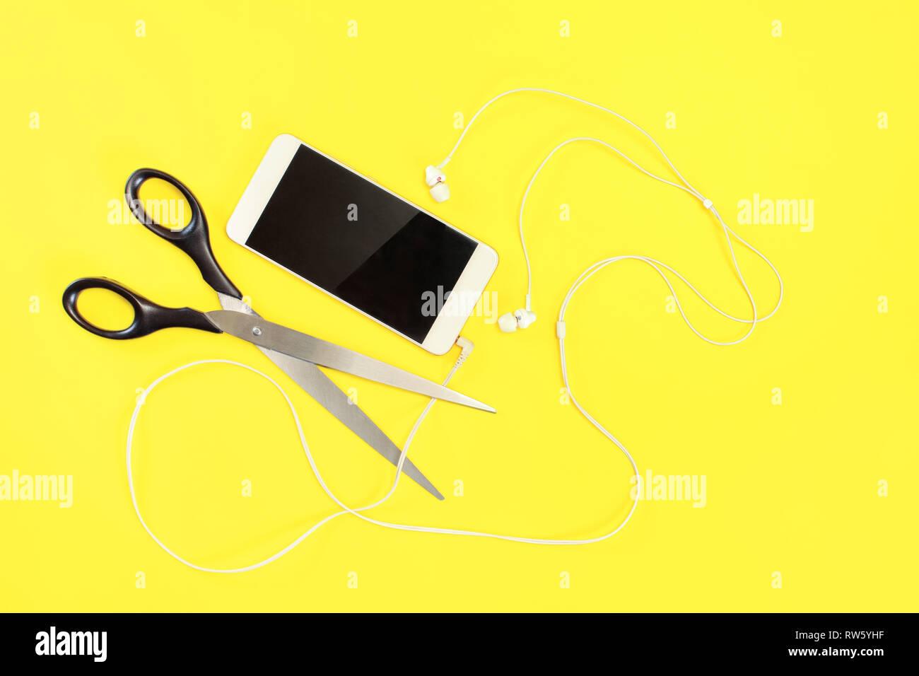 Appartamento Foto Laici Bianco Telefono Cellulare Con Auricolari