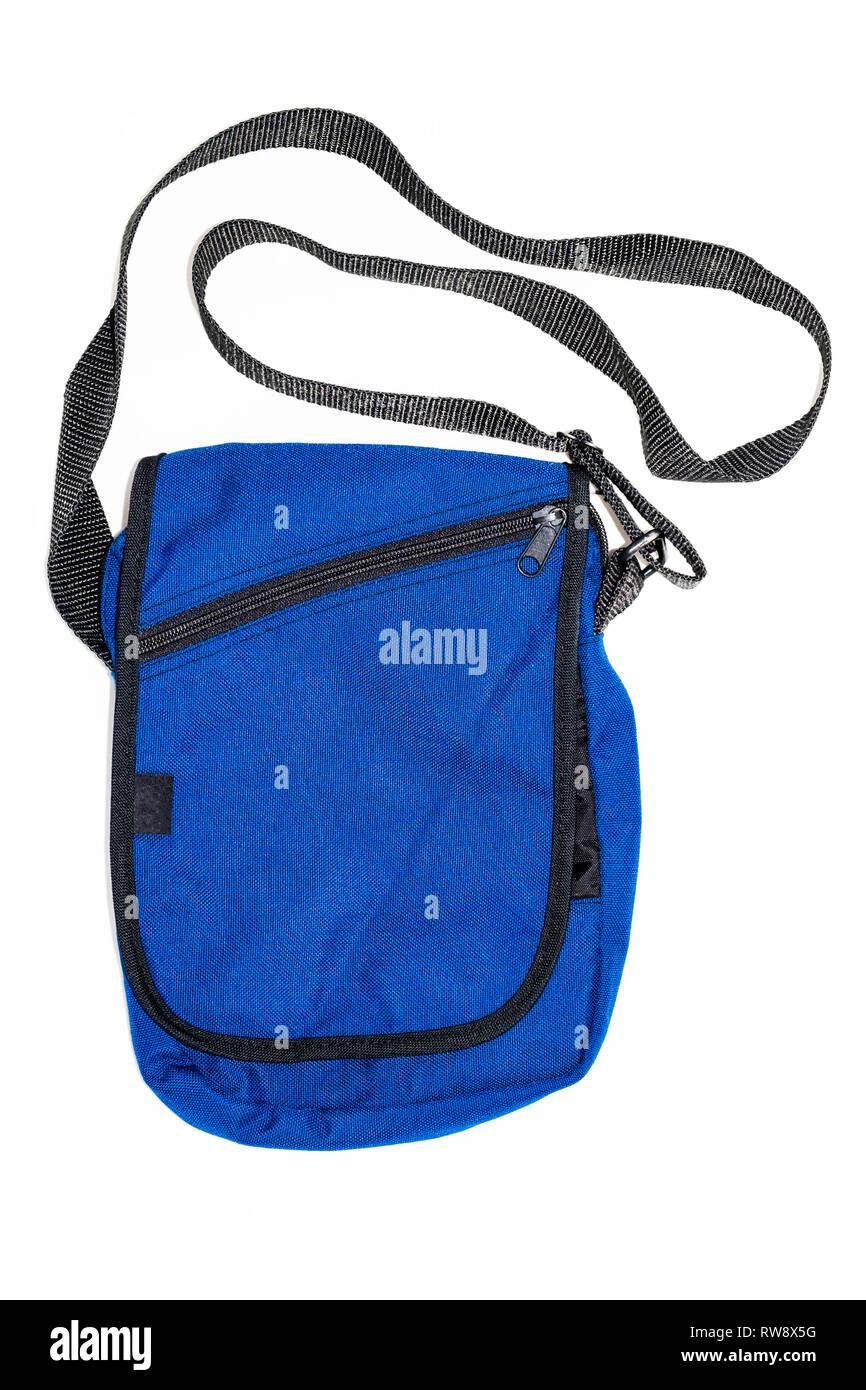 e6364cae0a Nylon blu unisex borsa a tracolla intaglio e isolato su uno sfondo bianco  Immagini Stock