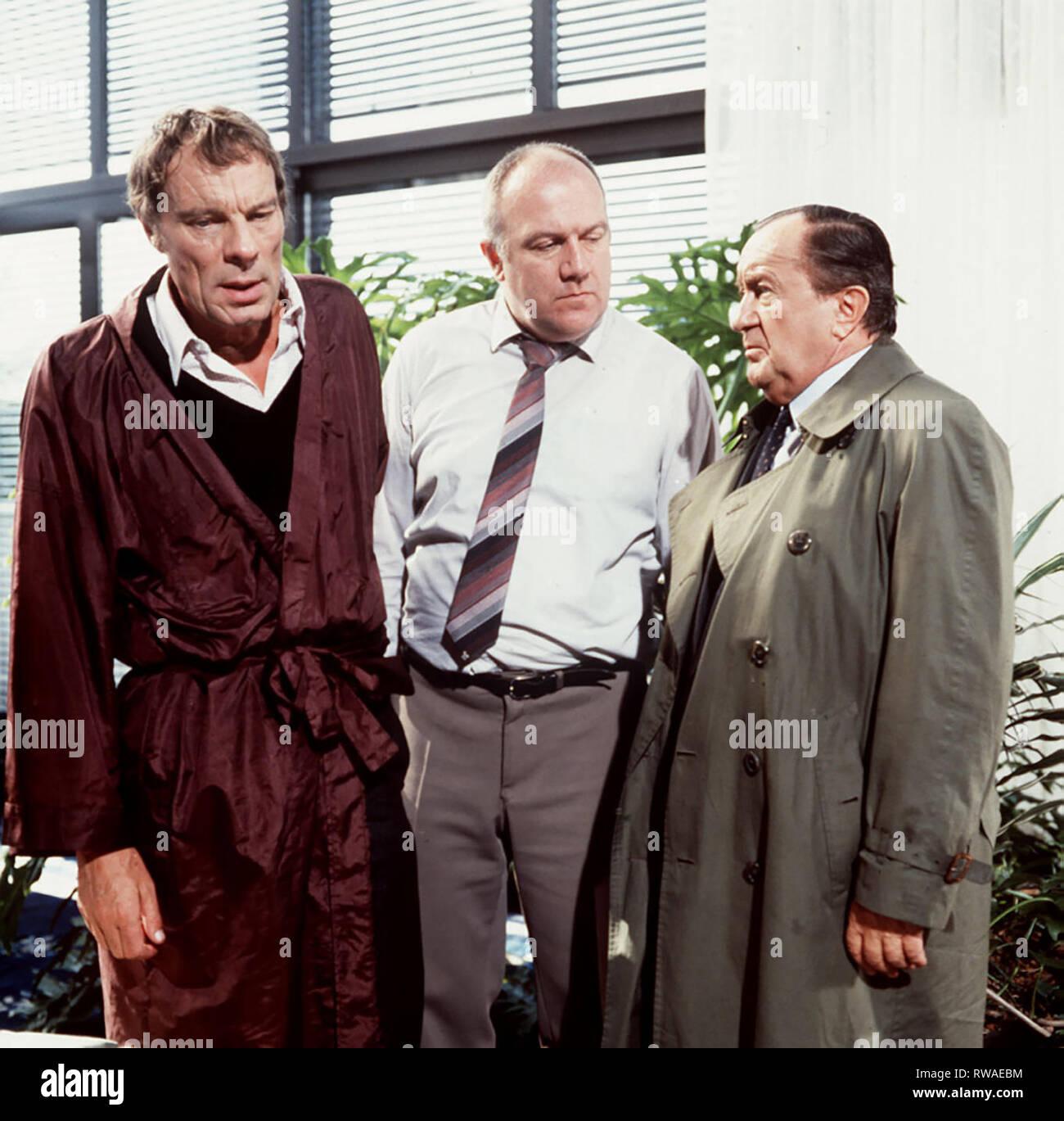 DER ALTE / Auf Leben und Tod / Helmut Wegner (MICHAEL GAHR), Ulf Bärmann (THOMAS HOLTZMANN), Erwin Köster (SIEGFRIED LOWITZ). / / 29742 , 16DFAZDFALT / Überschrift: DER ALTE / BRD 1983 Immagini Stock