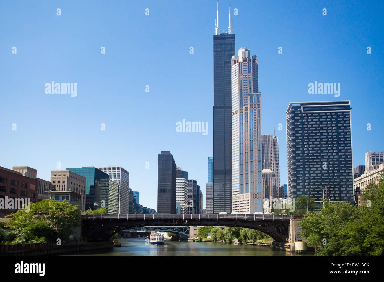 Willis Tower di Chicago sul fiume di Chicago Immagini Stock