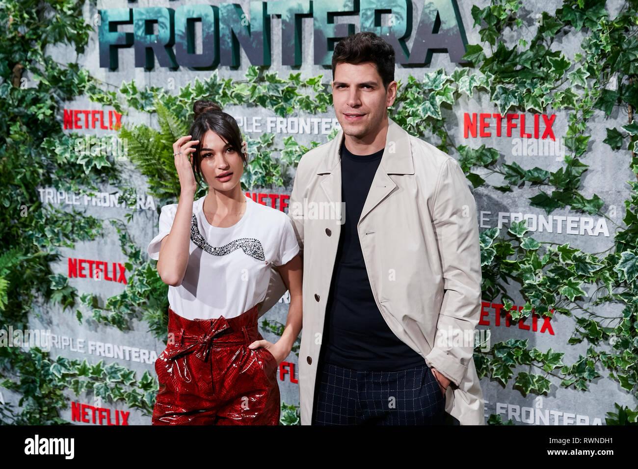 Diego Matamoros e Estela Grande frequentare la Triple Frontera premiere a Callao luci della città di Madrid. Immagini Stock