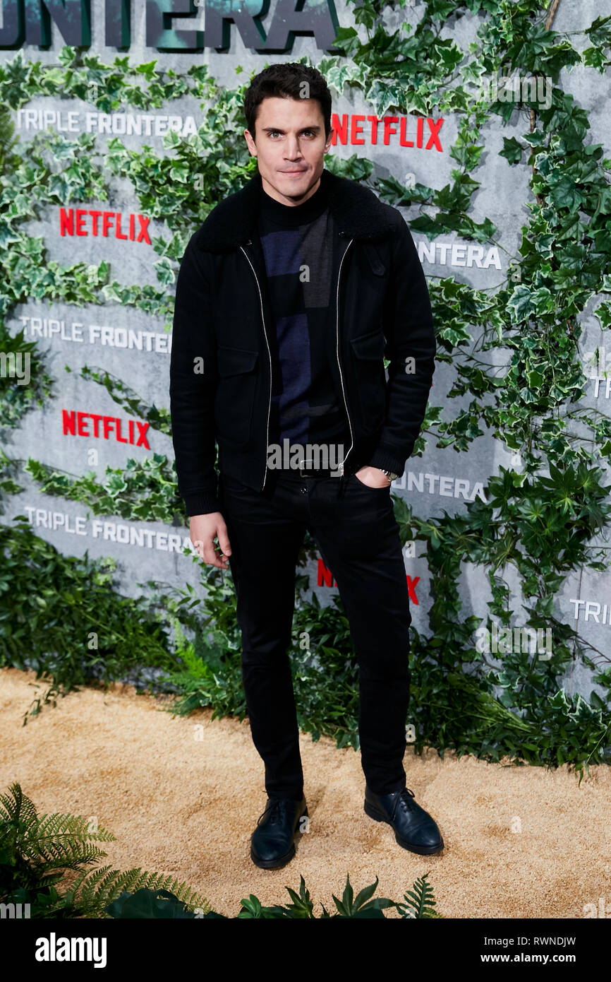 Alex Gonzalez assiste la Triple Frontera premiere a Callao luci della città di Madrid. Immagini Stock