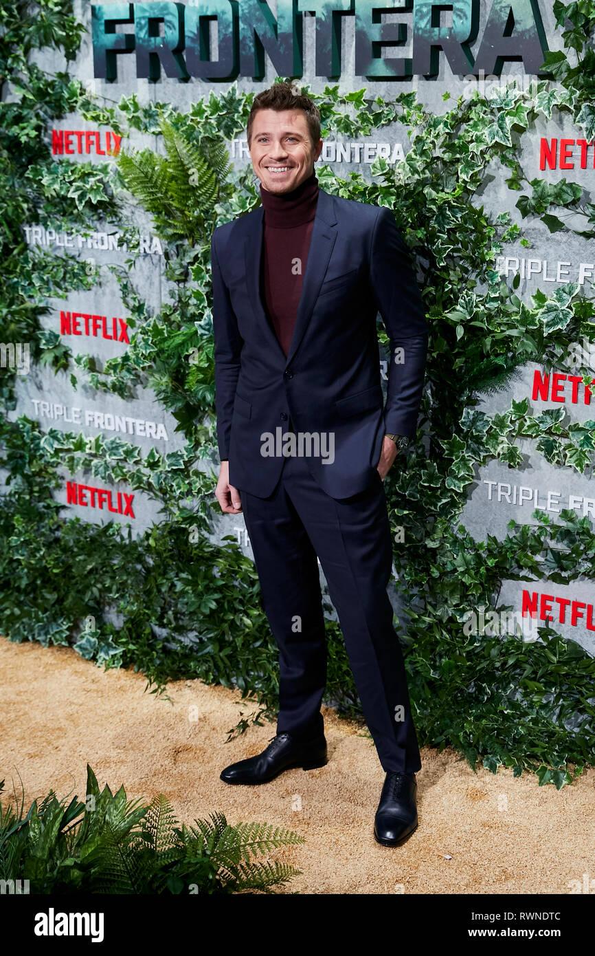 Garrett Hedlund assiste la Triple Frontera premiere a Callao luci della città di Madrid. Immagini Stock
