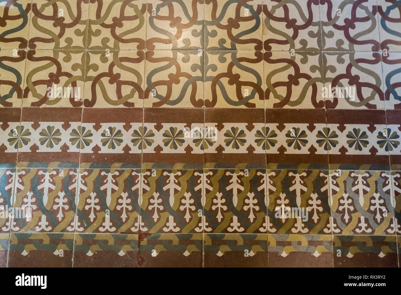 Spanish tile immagini & spanish tile fotos stock alamy