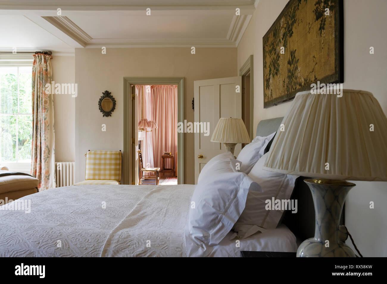 Letto matrimoniale in stile country camera da letto Foto ...