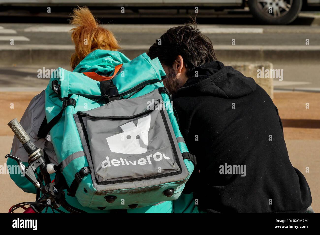 Pasti Deliveroo spedizionieri, Lione, Francia Immagini Stock