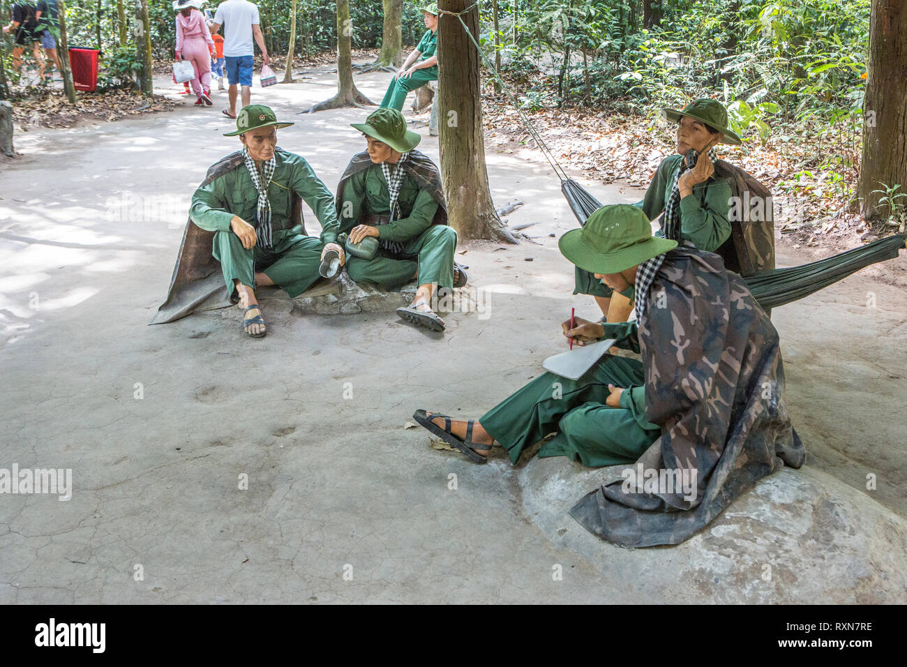 Modelli di Vietcong fighters al Tunnel di Cu Chi, Vietnam. Immagini Stock