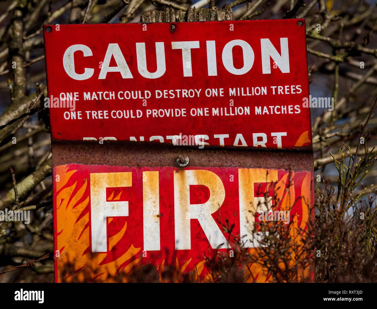 Attenzione segno di fuoco avvertenza Immagini Stock