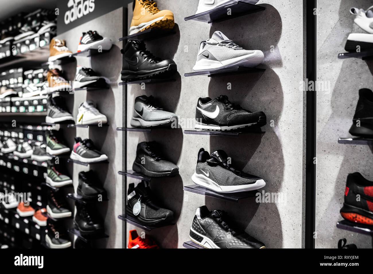 Black Nike Sneakers Immagini   Black Nike Sneakers Fotos Stock - Alamy bff250390c1