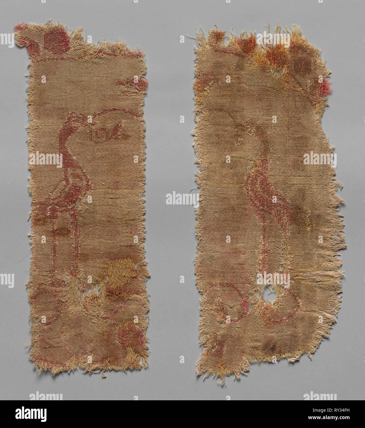 Due frammenti di larga scala Roundel, 600s. Iran, VII secolo. Composto diagonale; lana e cotone; complessivo: 17,5 x 41 cm (6 7/8 x 16 1/8 in Immagini Stock