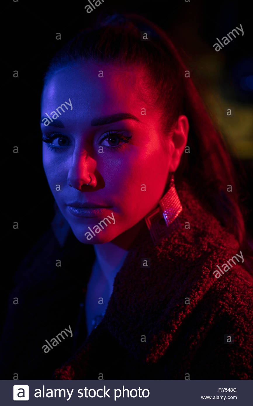 Ritratto fiducioso giovane donna Immagini Stock