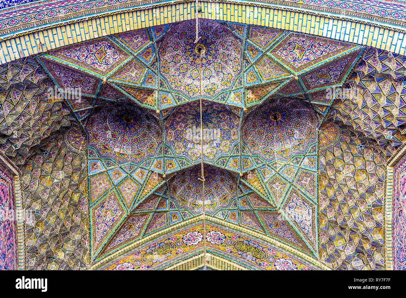 Shiraz nasir al mulk moschea rosa giallo e blu di piastrelle da