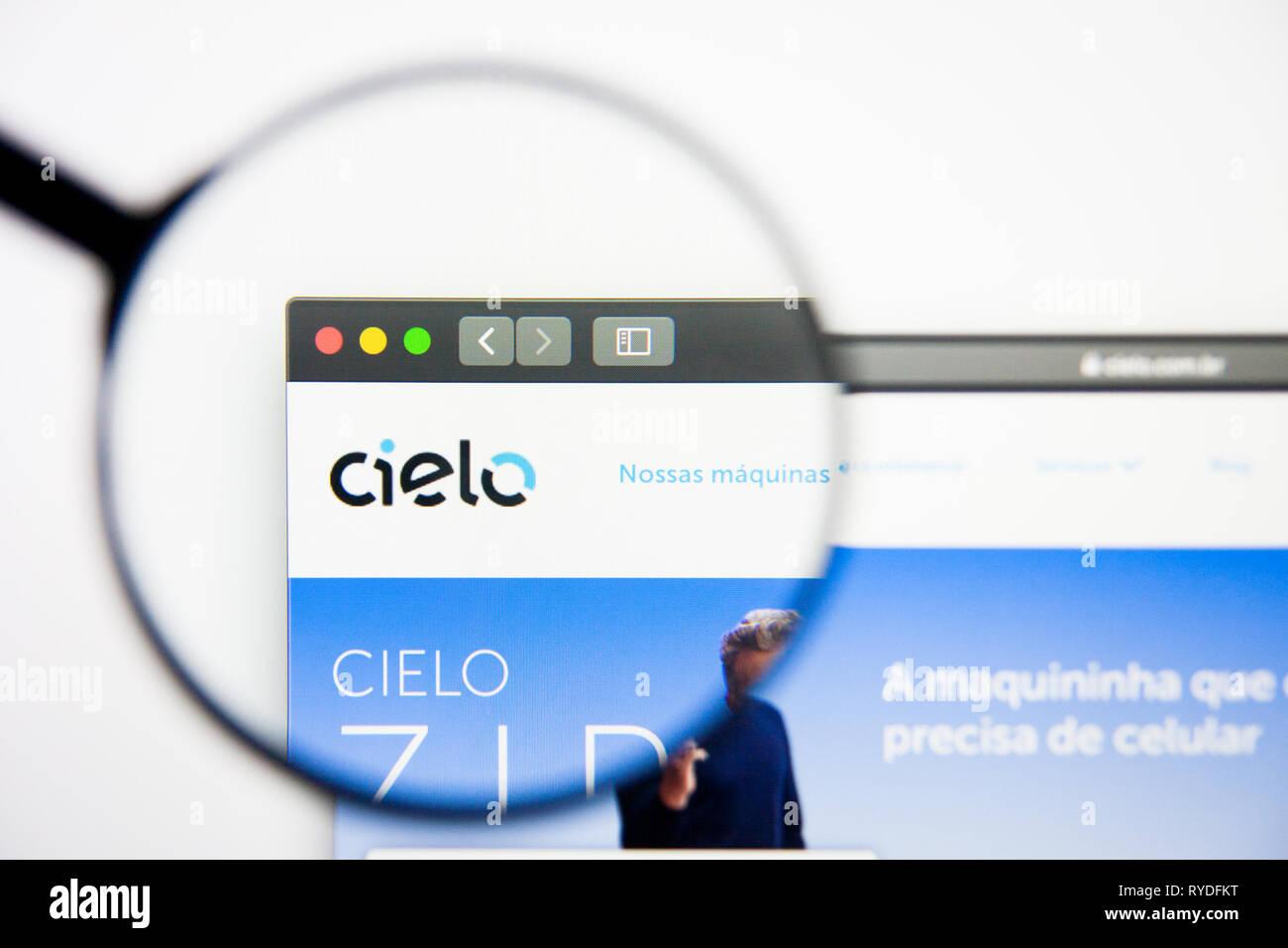 Los Angeles, California, Stati Uniti d'America - 28 Febbraio 2019: Cielo website homepage. Logo di cielo visibile sulla schermata di visualizzazione illustrativa editoriale Immagini Stock
