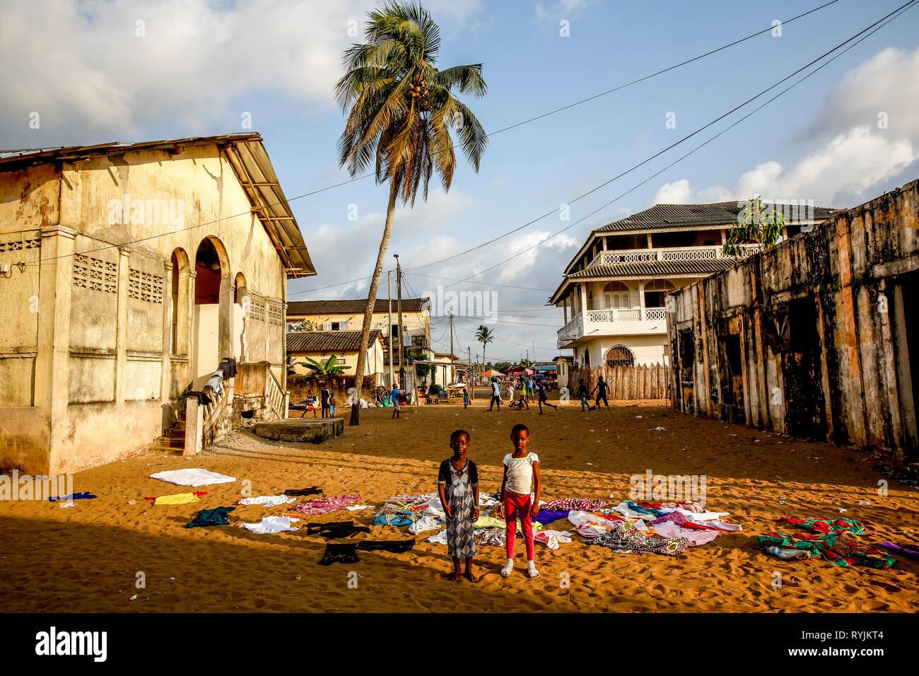 I bambini di Grand Bassam, Costa d'Avorio. Immagini Stock