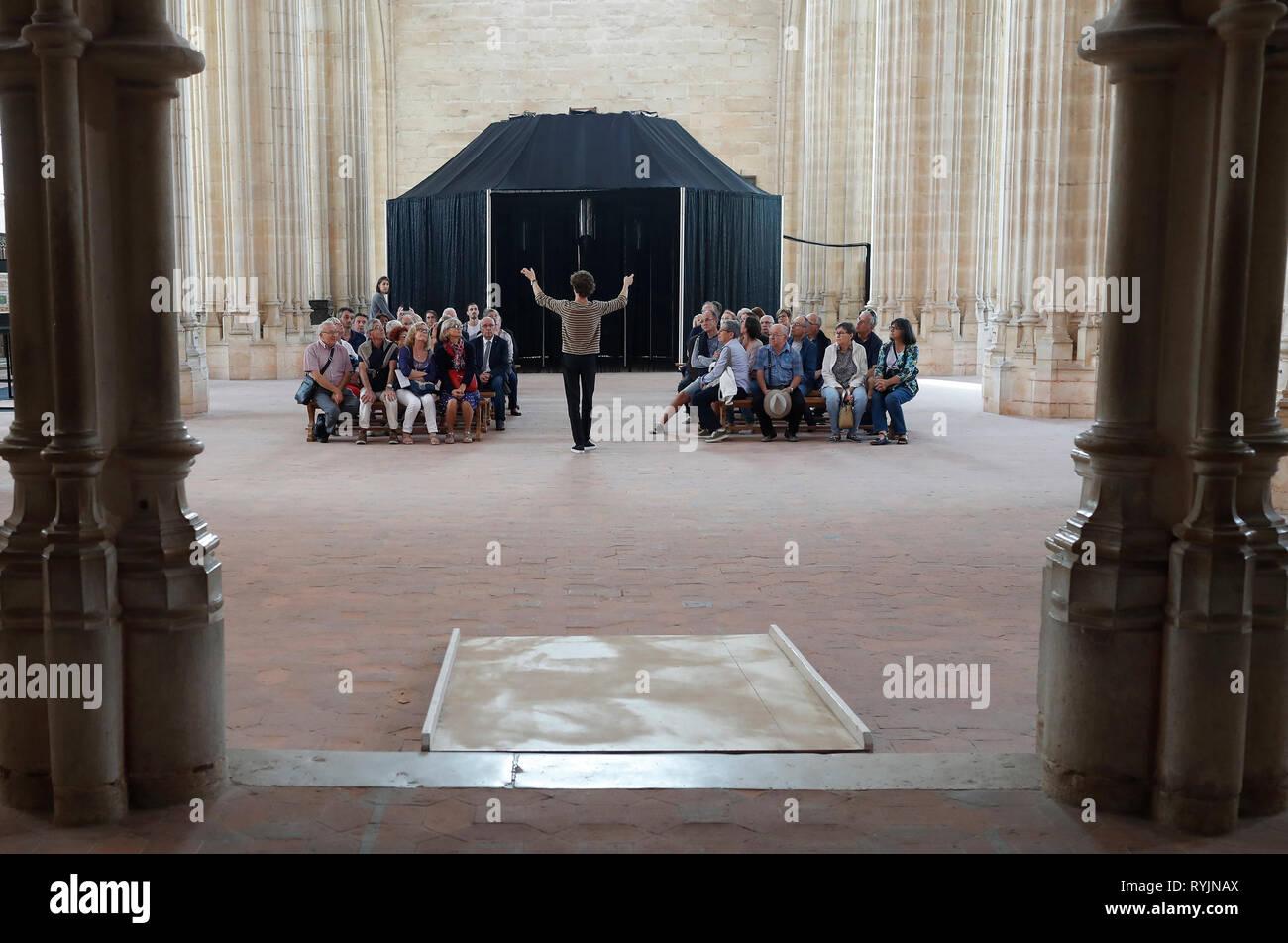 Il monastero reale di Brou. Guida turistica con un gruppo. Bourg en Bresse. La Francia. Immagini Stock