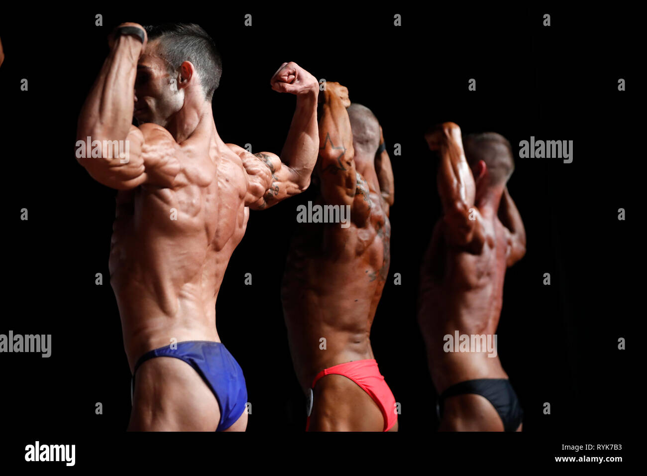 I concorrenti in un centro per il fitness e bodybuilding campionato. La Francia. Immagini Stock