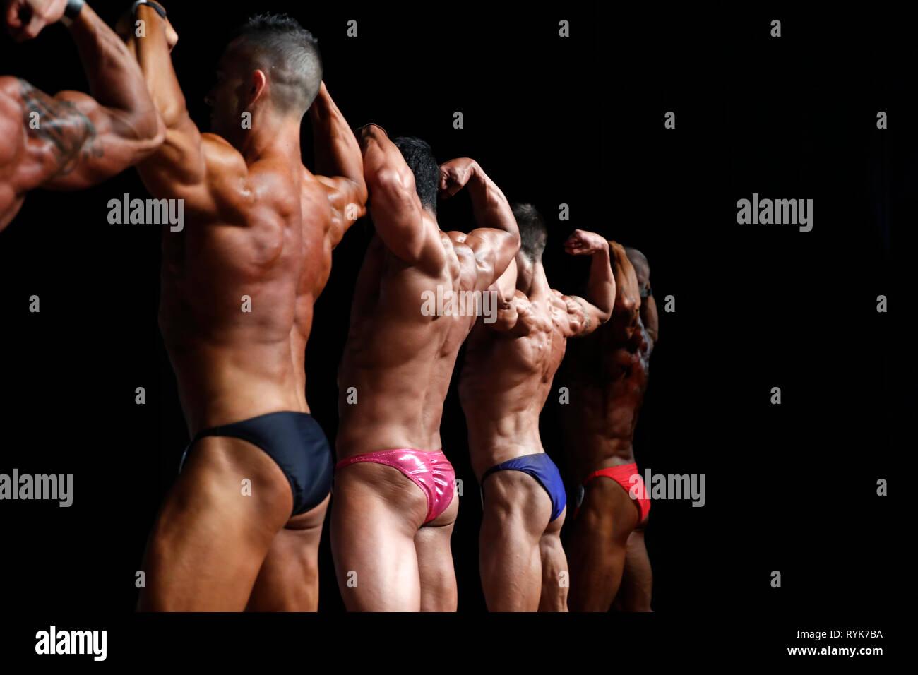 I concorrenti in un centro per il fitness e bodybuilding campionato. La Francia. Foto Stock