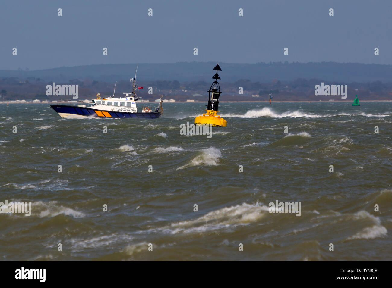 Southampton,Capitaneria di Porto, lanciare,porto,patrol,barca,servizio,piloti,escort,sicurezza,competente,navigazione,canali,l'Solent,Isle of Wight,Hampshire Immagini Stock