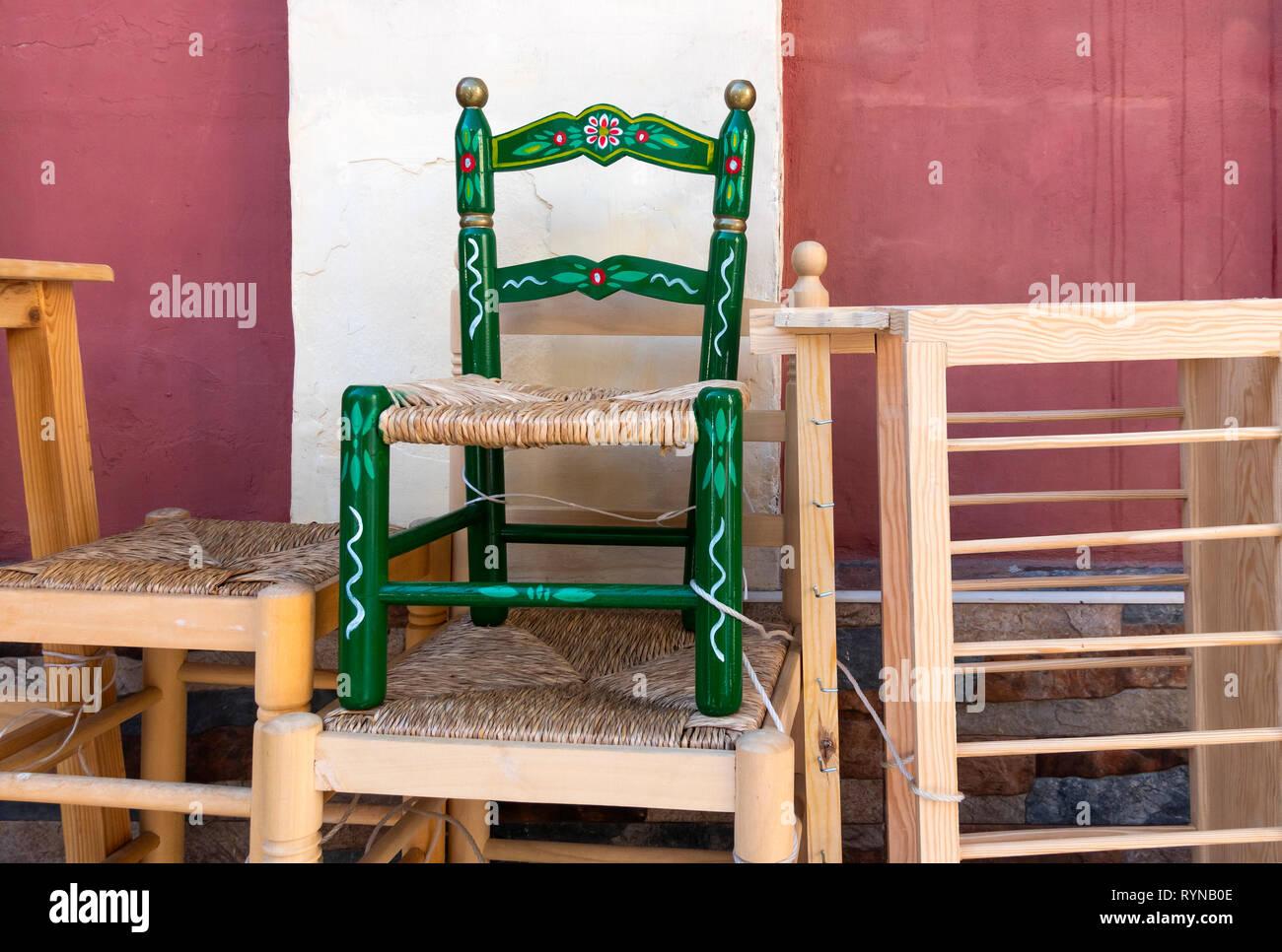 Una sedia a mano per un bambino al furniture makers a Siviglia, Spagna Immagini Stock