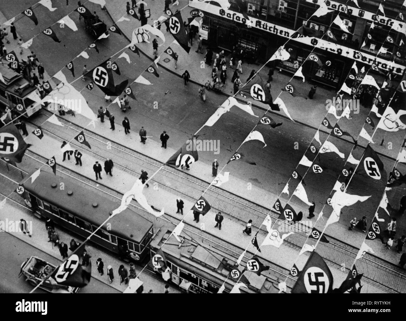 Sport, Giochi Olimpici, Berlin 1. - 16.8.1936, apertura con bandiere decorate street, vista da sopra, Additional-Rights-Clearance-Info-Not-Available Immagini Stock