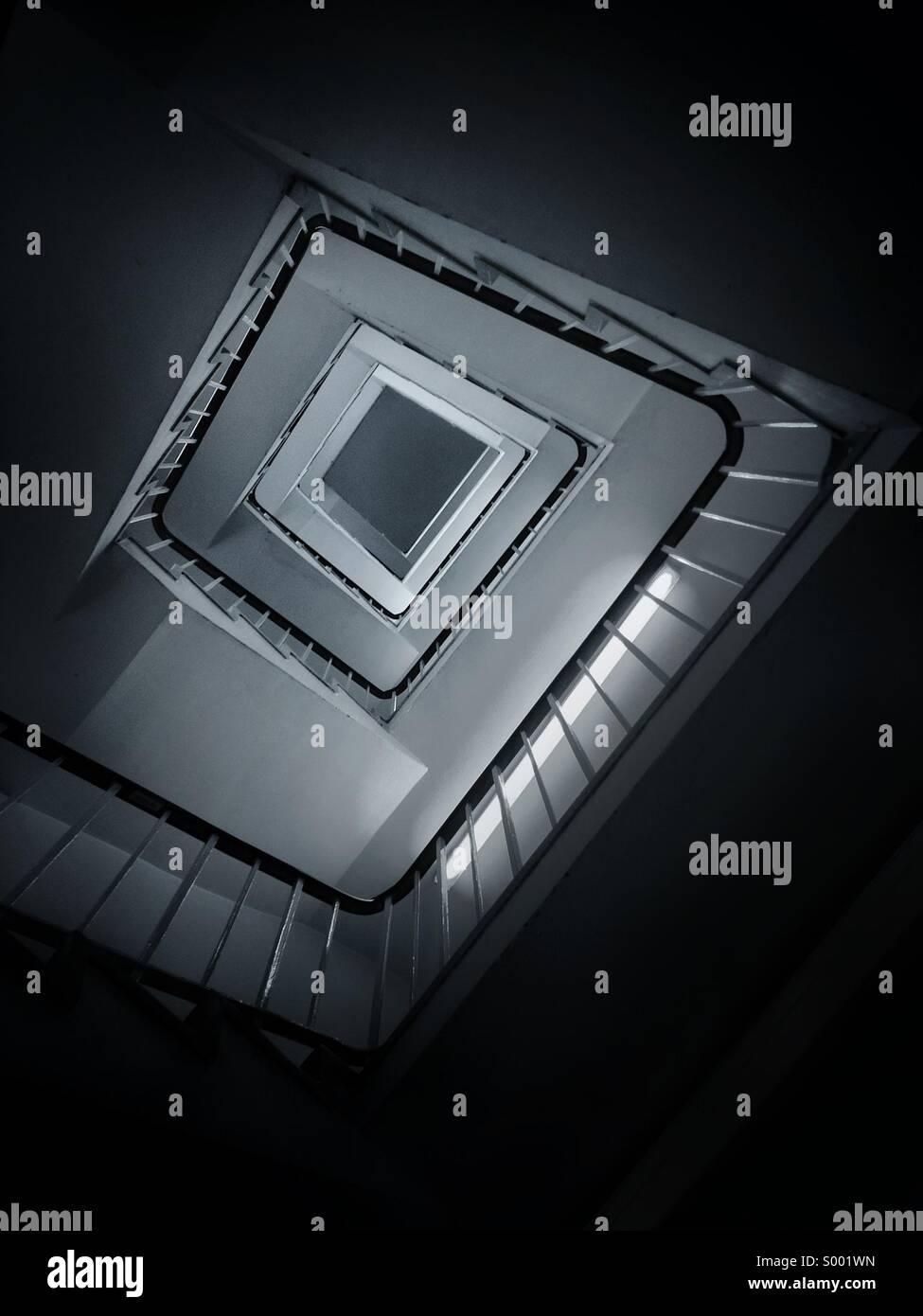 Vista astratta di scale a spirale. Immagini Stock