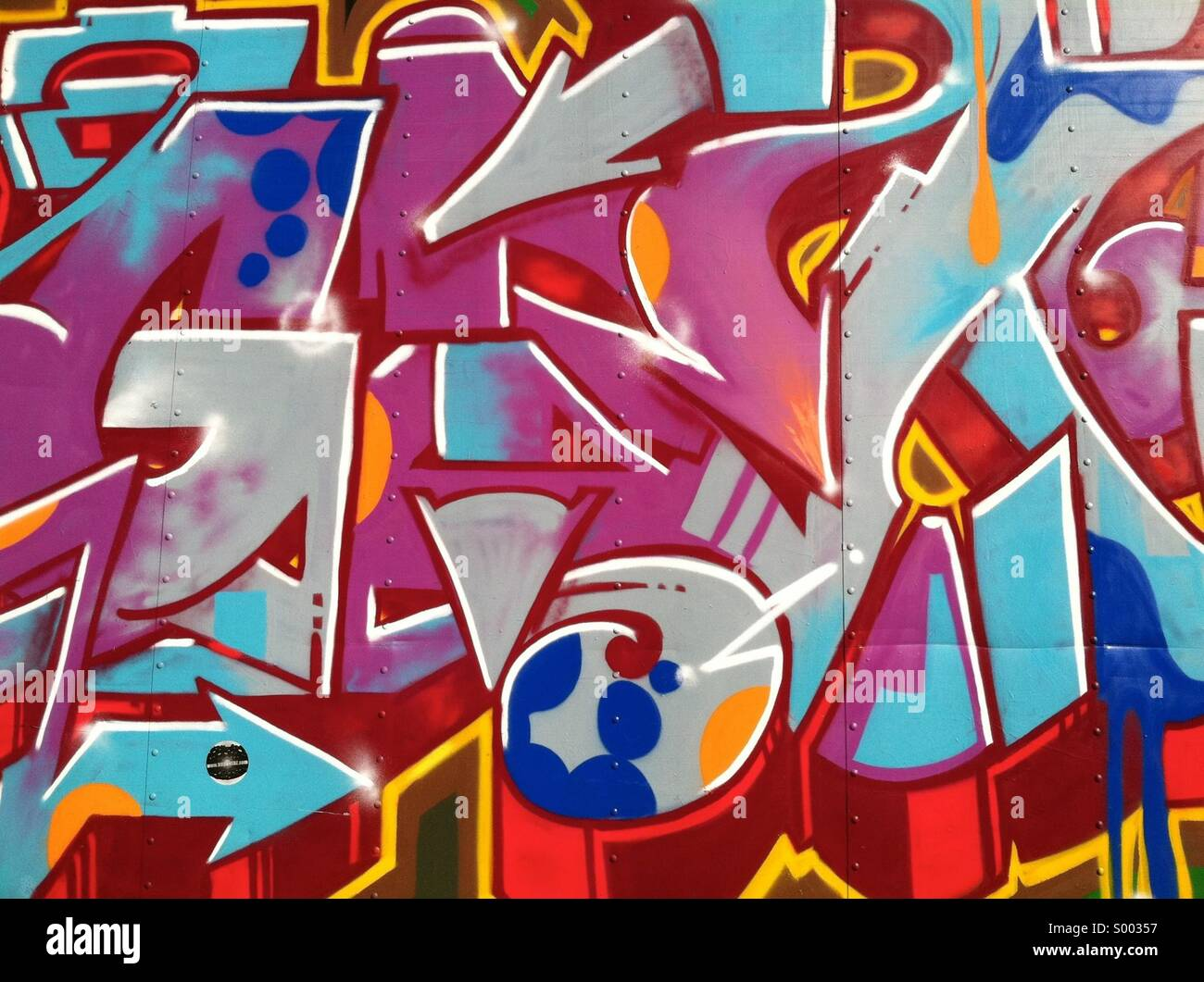 Una parete di random coloratissimo graffito Immagini Stock