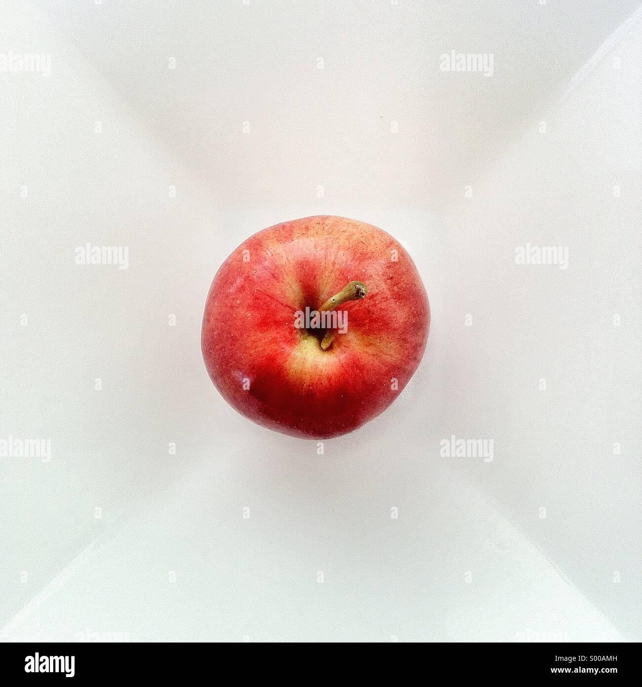Ancora la vita di Apple su piastra Immagini Stock